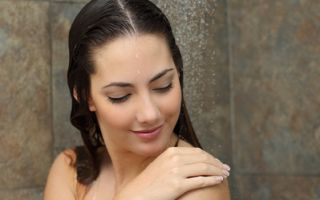 研究發現,洗澡越快的人越快樂、做事越專注,且社交生活越健全。(Fotolia)