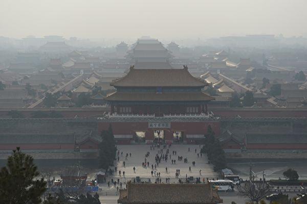 """中国问题专家认为,习近平从严治党的实质是""""以毒攻毒"""",注定中共会灭亡。图为,北京故宫。(GREG BAKER/AFP/Getty Images)"""