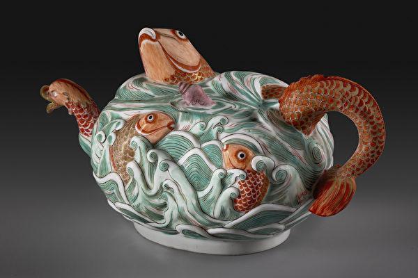 迈森瓷茶壶,制于约1729—1731年。(Michael Bodycomb, Courtesy of The Frick)