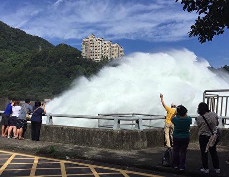 强烈台风尼伯特登陆 全台严防大豪雨