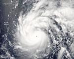 美国国家航空暨太空总署(NASA)发布强台风尼伯特袭台最新卫星图。(取自NASA网站)