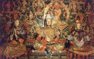 松贊干布(中)、文成公主(右)與尺尊公主(左)的塑像。(維基百科公共領域)