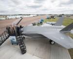 洛克希德马丁公司的F-35战斗机,8日首度在英国航展中亮相。(Matt Cardy/Getty Images)