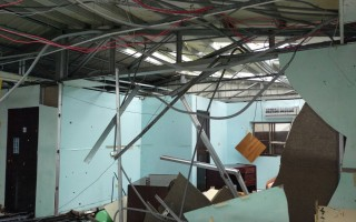 尼伯特颱風掃過蘭嶼,重創蘭恩基金會總部和附設幼兒園,建築物幾乎全毀,只能重建,需要外界幫忙。(蘭恩提供)