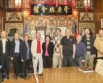 7月13日,香港歷史博物館館長陳成漢一行人參觀舊金山唐人街肇慶總會館。(李霖昭/大紀元)