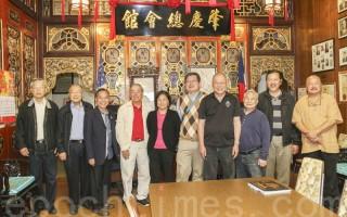 7月13日,香港历史博物馆馆长陈成汉一行人参观旧金山唐人街肇庆总会馆。(李霖昭/大纪元)
