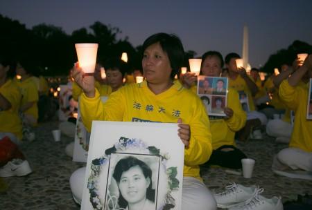 尹丽萍参加2016美国首都华盛顿DC720烛光夜悼(李莎/大纪元)