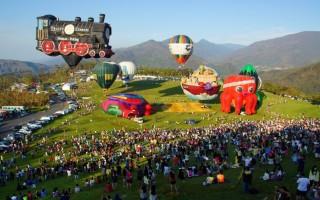 经过风灾,台东热气球嘉年华17日重新开园,7颗造型球同时登场。(台东县政府提供)