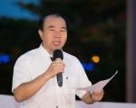 台湾北区部分法轮功学员7月17日在台北举办反迫害17周年烛光悼念活动,呼吁各界一同制止中共迫害法轮功。图为台北市议员张茂楠。(陈柏州/大纪元)