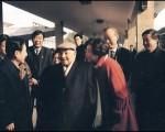 7月19日,《中外管理》雜誌刊登1992年鄧小平(中)南巡時透露出對時任中共總書記江澤民的不滿。(ACT/AFP)