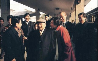25年前,鄧小平南巡。眾所周知,江澤民上台後倒行逆施,反對改革,鄧小平被迫南巡,並在南巡中直接點名江澤民,對其下「最後通牒」。(ACT/AFP)