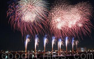 7月23日,第38屆東京足立煙花大會1小時內發射了1萬3,500發煙花,讓將近60萬名觀眾驚喜聲和掌聲不斷。(盧勇/大紀元)