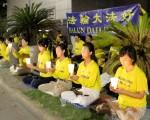 7月16日和20日两天,休斯顿法轮功学员在中领馆前举行集会暨烛光守夜,呼吁世人一同支持善良,共同结束中共对法轮功的迫害。(舒静/明慧网)