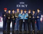 图为韩国男团EXO,左到右为CHANYEOL、D.O.、LAY、KAI、SUHO、CHEN、XIUMIN、BAEKHYUN、SEHUN。(avex提供)