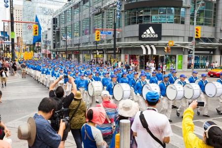 多倫多千人大遊行——天國樂團方陣。(艾文/大紀元)