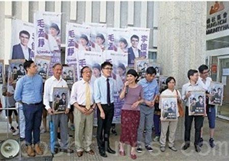 公民黨毛孟靜及李俊晞報名出選九龍西,兩人以「香港自決 拒絕大陸化」為選舉口號。(李逸/大紀元)