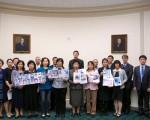 """2016年5月26日,在美国国会众议院的雷本大楼里举行了""""中国人权灾难及迫害者承担罪责""""研讨会。曾在中国大陆遭受迫害的十名法轮功学员讲述了亲身遭受的酷刑和精神迫害。(明慧网)"""
