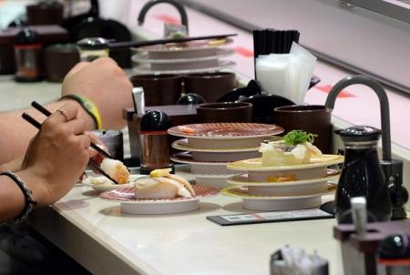 善用筷子可以少吃油。(TOSHIFUMI KITAMURA/AFP/Getty Images)