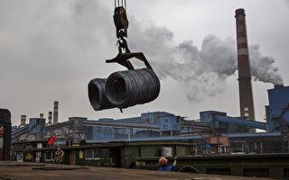 北京的不公平貿易是造成中美貿易逆差的主要原因,圖為大陸扶植的鋼鐵產業,大量傾銷歐美國家。(Kevin Frayer/Getty Images)