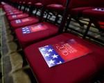 美国共和党全代会通过的2016年党纲纳入对台六项保证,川普阵营充分支持。图为全代会首日放在会场座椅上的党纲。(Jeff Swensen/Getty Images)