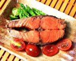 多汁鲜嫩的鲜烤鲑鱼。(大汉酵素生物科技提供)