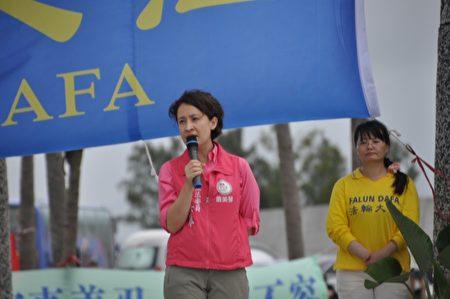 立委萧美琴说,让全世界爱好人权、爱好自由的人一起谴责江泽民;法轮功学员一年又一年的齐聚走出来呼吁,定要坚定勇敢的走下去,直至停止迫害。(詹亦菱/大纪元)