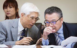衛福部長林奏延(前左)表示,台灣是最後一個解禁加拿大牛肉進口的國家,相關風險評估都經過專家審慎評估。(陳柏州 /大紀元)