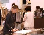 百货业者都严厉禁止专柜人员坐着休息。(新竹市府提供)