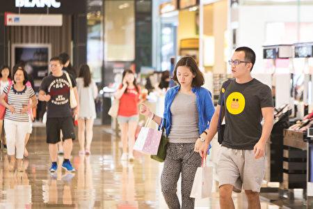 中央大學台經中心27日公布七月消費者信心指數(CCI)調查的總數為80.18點,與上月相較上升1.82點。(陳柏州/大紀元)