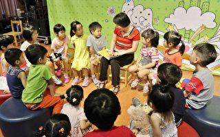 """市长夫人廖婉如28日在""""Book Star阅读起步走""""担任说故事""""如如阿姨"""",呼吁爸妈共读培养亲子感情,家庭会更温馨。(台中市政府提供)"""