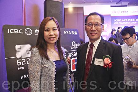 左起工銀亞洲信用卡中心副總經理謝子瑩、總經理戴迅夫。(余鋼/大紀元)