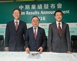 恒隆地产董事长陈启宗(中)表示,中、港将有多项资产改善工程,预期将短暂影响租金收入。(宋祥龙/大纪元)