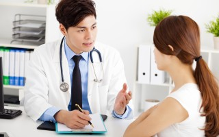 MORA生物物理治療儀內建全身各個不同器官及系統頻率,健康管理師透過生物能共振棒替患者檢測體內不平衡系統的病因病源。(123RF)