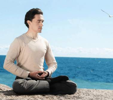 打坐可以使人心氣平和,還能夠活血通絡。(大紀元圖片)