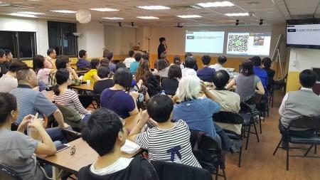 网路行销金童KK老师的讲座爆满,因为网路行销是现今的趋势,大家都希望能拥有这份网赚能力。(雷神讲座提供)