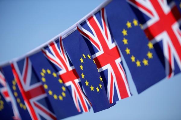 西澳州长巴内特认为,英国脱欧对振兴西澳的疲软经济是好事。图为英国国旗和欧盟盟旗。(Getty Iamges)