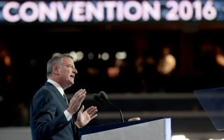 民主党全国大会受冷落 纽约市长白思豪淡定