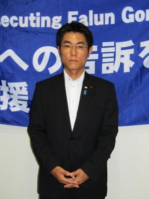 广岛县议会议员石桥林太郎对法轮功遭受的迫害一直表示关切,并对控告江泽民活动表示全力支持。(田振宇/大纪元)