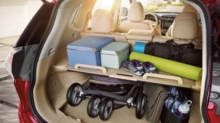 变化多端的行李箱是新Rogue的一大特式,新颖的行李箱板台设计(只限两排座位型号),称之为Divide-N-Hide。(商家提供)
