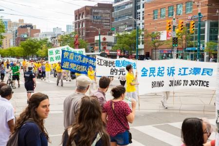 多倫多千人大遊行——反迫害方陣,起訴迫害元兇江澤民。(艾文/大紀元)