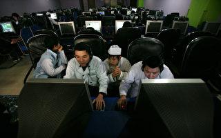 大陸網民很喜歡在搜索引擎百度關心美國人的大小事。圖為大陸網民。(China Photos/Getty Images)