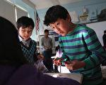 移民的孩子在参加课后班,根据教育局的调查,家长普遍希望学校有更多的课后班等项目。 (John Moore/Getty Images)