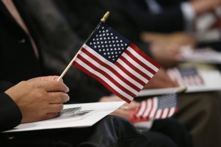 新唐人大纪元媒体集团将与纽约移民局合作举办移民身份咨询会,欢迎华裔民众参加。 (John Moore/Getty Images)