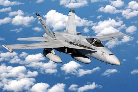 美国海军陆战队表示,一架战斗机在加州沙漠坠毁,飞行员丧生。图为F / A-18C战机。(维基百科公有领域)