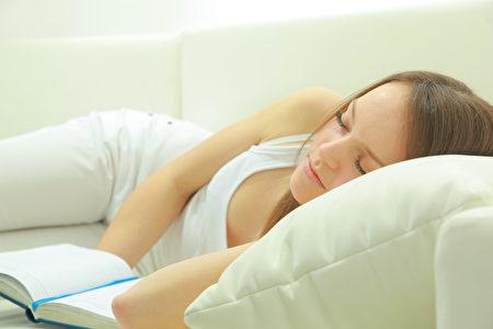 中午小睡片刻,有助於養心。(Fotolia)