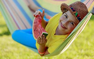 西瓜富含营养物质,包括维生素A和C,B族维生素,以及钾元素,但西瓜最好的营养素是番茄红素。(fotolia)