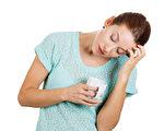 如果你經常白天感到疲累、昏睡無力、情緒化,就極有可能對兩種以上的食物不耐。(Fotolia)