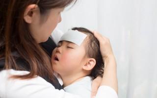 小孩正在發高燒。(Fotolia)