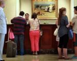 美國酒店華裔協會受委託推出「酒店業培訓課程」,協助包括華裔在內的新移民,投入持續發展興旺的旅遊業。(Joe Raedle/Getty Images)