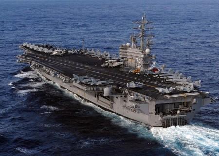 美國太平洋司令部宣布,駐紮在南海區域的第7艦隊航母里根號(USS Ronald Reagan)上的戰機,執行了起降操作任務,並表示這是為支持南海的安全穩定。圖為里根號航母。 (Mass Communication Specialist 3rd Class Dylan McCord/U.S. Navy via Getty Images)